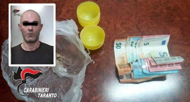 Non si ferma all'alt, scappa dai carabinieri e tenta di disfarsi della droga. Arrestato 39enne di Sava