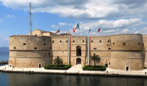 Grande interesse dei visitatori stranieri per il Castello Aragonese
