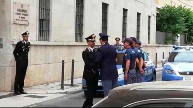 Brindisi: Omaggio del personale della Polizia di Stato della Questura di Brindisi davanti al Comando Provinciale Carabinieri