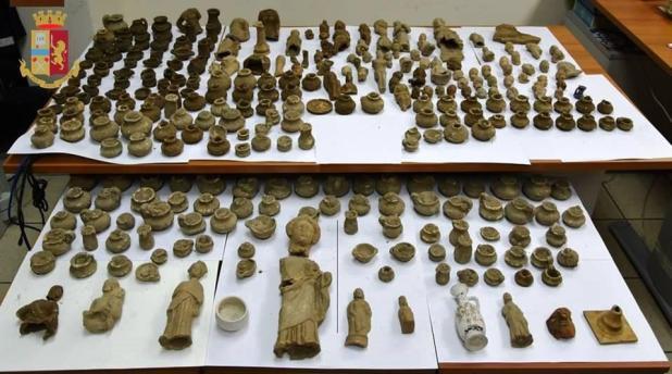 Reperti archeologici di età ellenistica recuperati dalla Polizia di Stato