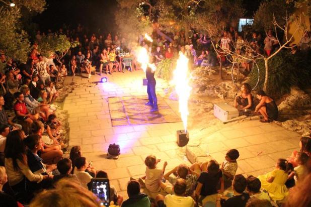 """Giovedì 15 agosto """"The Squasciò & Girovaghi Circus"""": artisti di Strada a La'nchianata di Torricella per incantare e divertire adulti e bambini"""