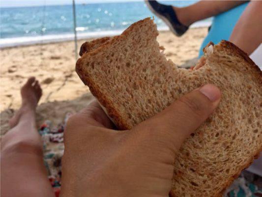 Maleducazione sulle spiagge: il Codacons stila un 'decalogo del bon ton da spiaggia'