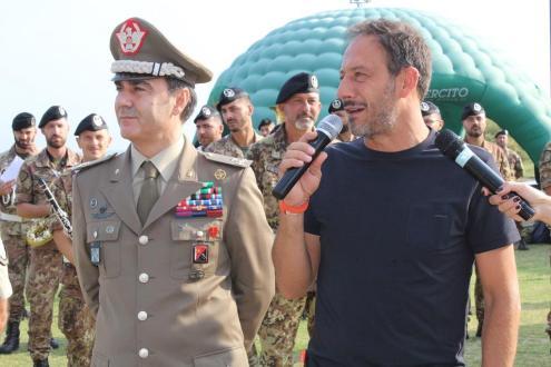 BARI, L'Esercito si allena tra la gente lungo il litorale