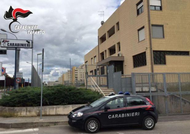 Taranto. Voleva lanciarsi dal 5° piano. I carabinieri salvano una donna a Paolo VI