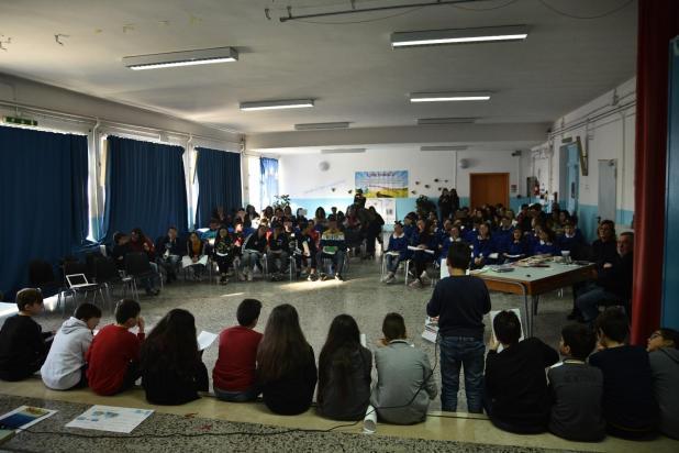 """Torricella: Una giornata di sentimenti e la giocosità dei bambini hanno riempito la grande sala del """"Buonarroti""""."""