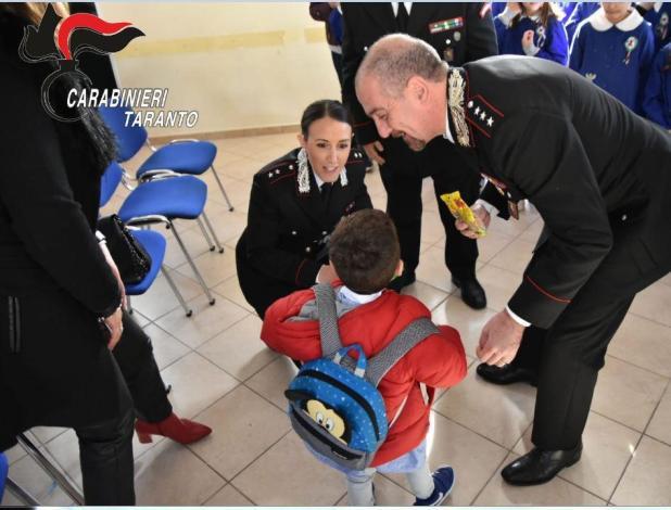 Ad Avetrana i carabinieri incontrano i bambini della scuola materna
