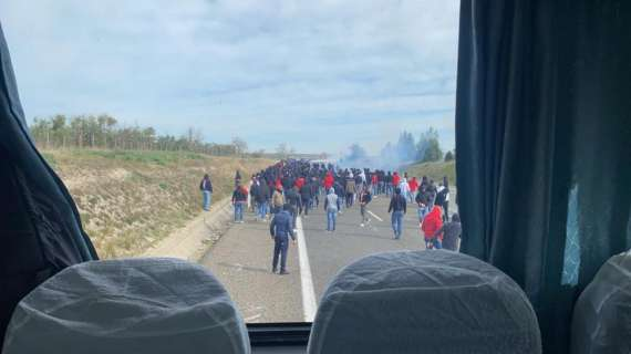 Imboscata in autostrada della tifoseria barese ai tifosi del Lecce