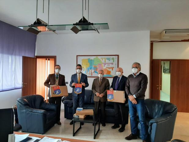 Rotary Club Taranto dona 4 notebook per la campagna vaccinale