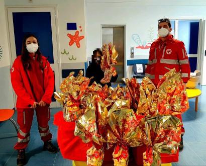 Croce Rossa Italiana Comitato di Taranto dona uova di Pasqua ai bambini ricoverati al SS. Annunziata