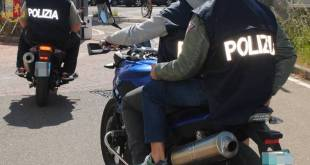 """TARARNTO - Rapina una donna sul lungomare: intercettato e arrestato dai """"Falchi"""" della Polizia di Stato"""