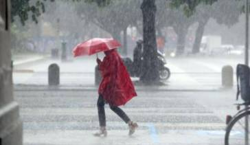 Tempo peggiora: da noi possibilità pioggia e temporali domenica