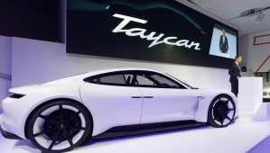 Voiture de sport électrique: la Mission-E devient la Porsche Taycan