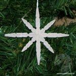 Fiocco di neve con mollette di legno