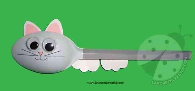 gatto-cucchiao-plastica