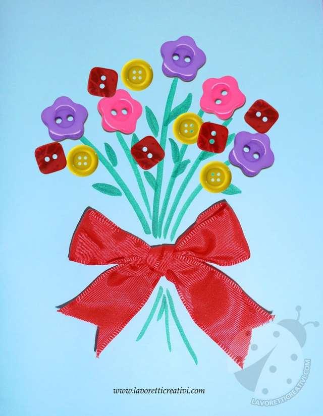 Bouquet di fiori con bottoni