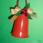 Campana di Natale con bicchiere di plastica