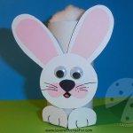 Lavoretti di Pasqua con rotoli della carta igienica Coniglio di Pasqua