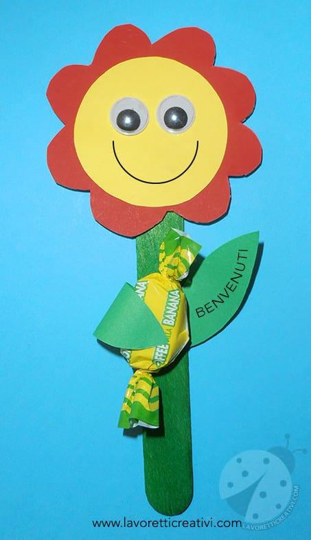 Fiore con caramella per l 39 accoglienza a scuola for Lavoretti creativi accoglienza