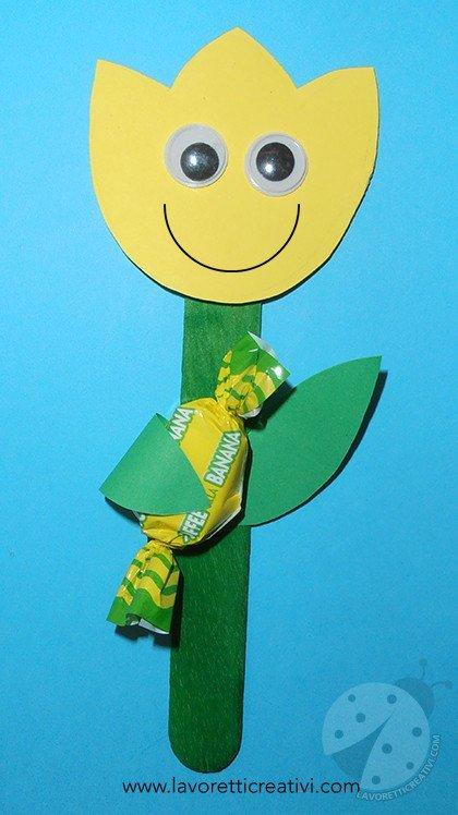 Fiore con caramella per l 39 accoglienza a scuola for Lavoretti accoglienza infanzia