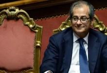 """Photo of Tria: """"Rischi moderata revisione al ribasso stime Pil 2018. Studieremo flat tax in quadro coerente di spesa"""""""