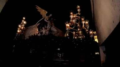 Divina Misericordia abandonando la estrechez de Corachas, con Santiago al fondo/ Christopher Rivas