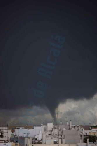 Pequeño tornado / Manuel Romero