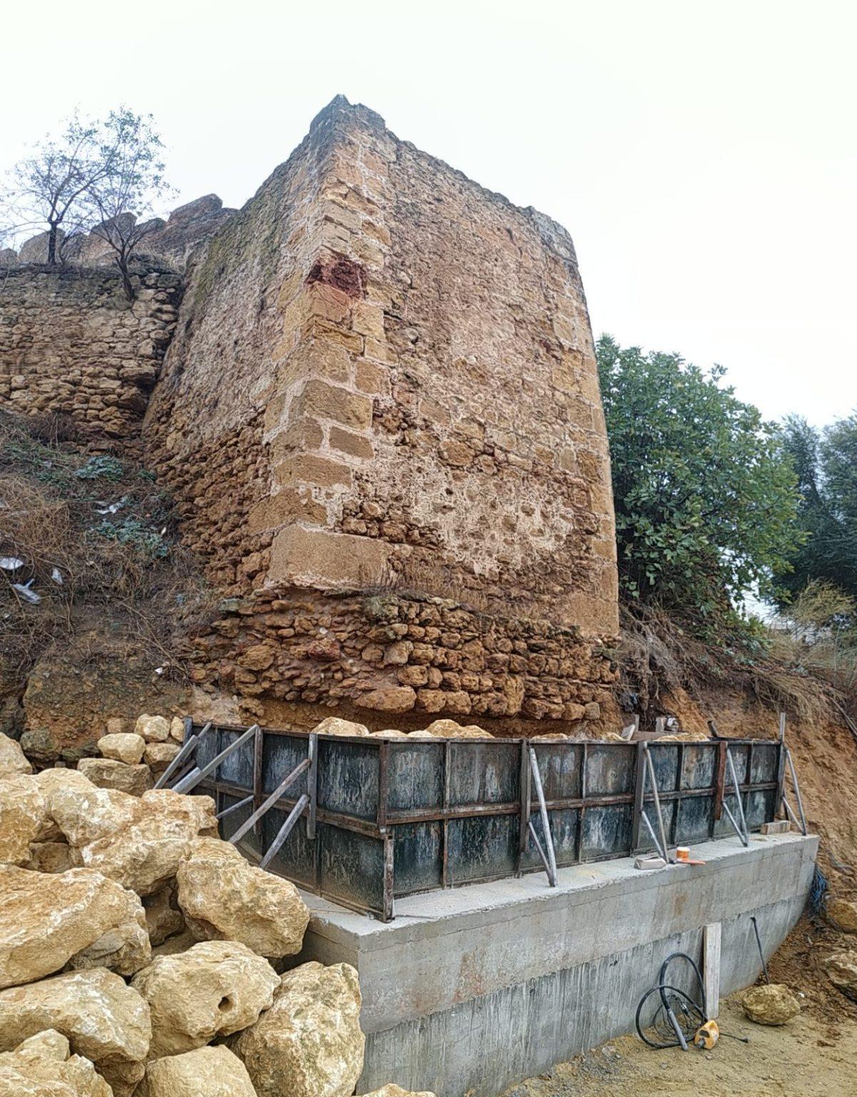 Actuación en la torre extrema de la coracha del Arrabal