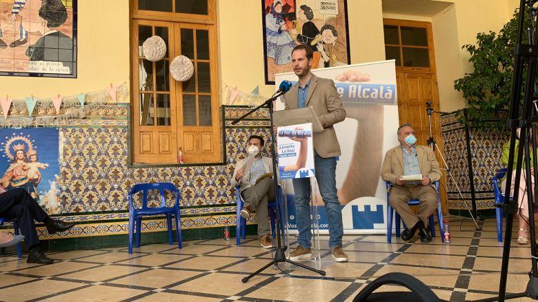 Francisco Amador en la presentación de 'Tres décadas contando Alcalá'