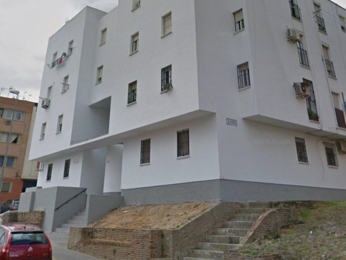 Pisos blancos en Rabesa / Policía Local