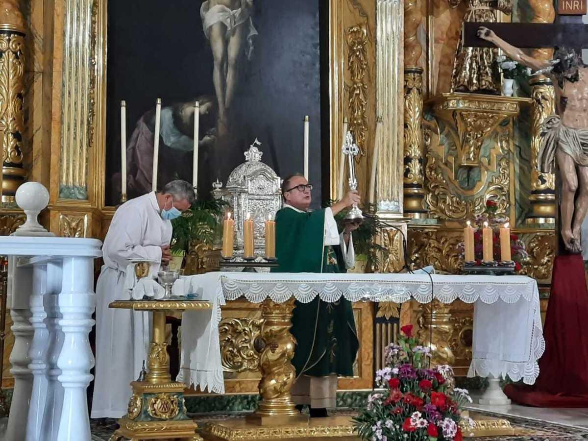 Colocación del Lignum Crucis en la Función al Cristo de la Vera+Cruz / Juan Hurtado Lissen