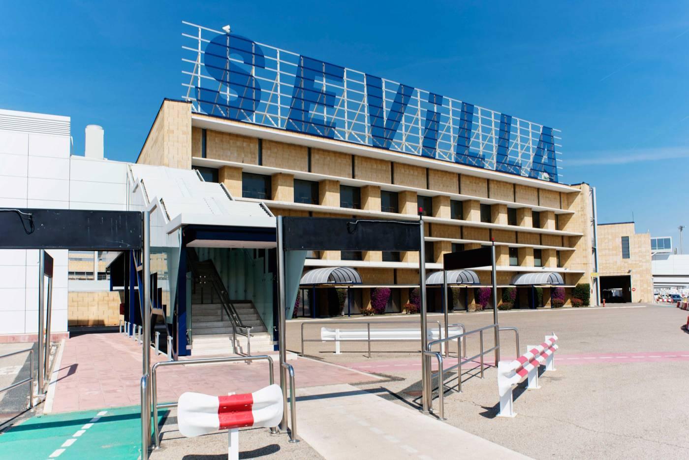 El aeropuerto de Sevilla, en una imagen de archivo. FOTO: AENA