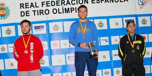 David Barquero, del Club de Tiro Pinto, en el podio de la Copa del Rey.