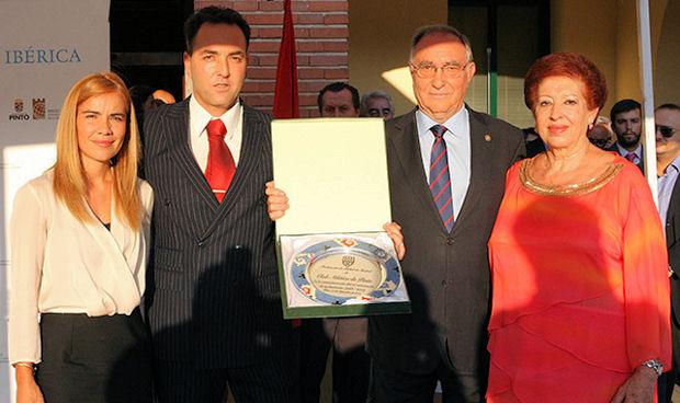 Miriam Rabaneda junto con Oscar Garvín en el 50