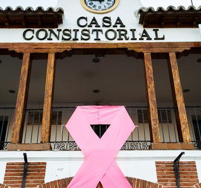 Pinto se viste de rosa un año más a favor del cáncer de mama
