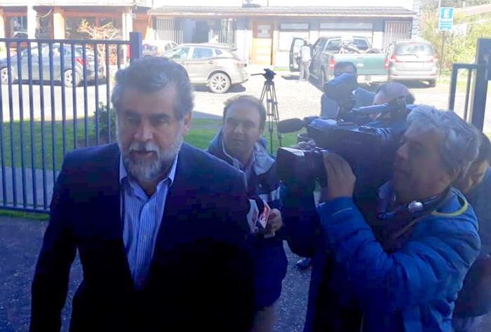 A eso de las 11:20 hrs. de la mañana de este jueves, Rodrigo Ubilla llegó al tribunal de Pucón.