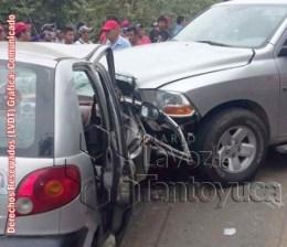 El Conductor de la camioneta resultó ileso tras el percance. Foto: LVDT.