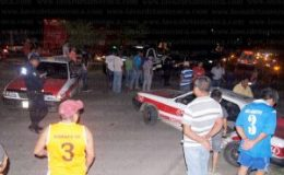 Decenas de curiosos aribaron al lugar del accidente. Foto: LVDT.