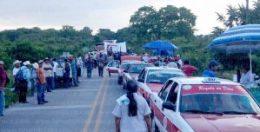 El bloqueo carretero ha ocasionado un grave golpe a la economía del norte del estado de Veracruz. Foto: LVDT.