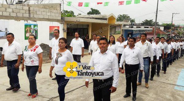 Encabeza alcalde de Ixcatepec desfile de Independencia   LVDT