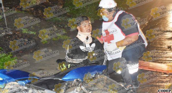 Por evitar choque caen de motocicleta en movimiento, en Tantoyuca  | LVDT