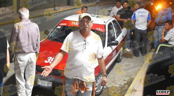 El hijo del agresivo anciano trató de golpear a uno de los taxistas agraviados | LVDT