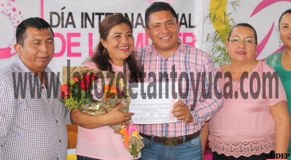 Reconoce David Guzmán a la mujer en su día | LVDT
