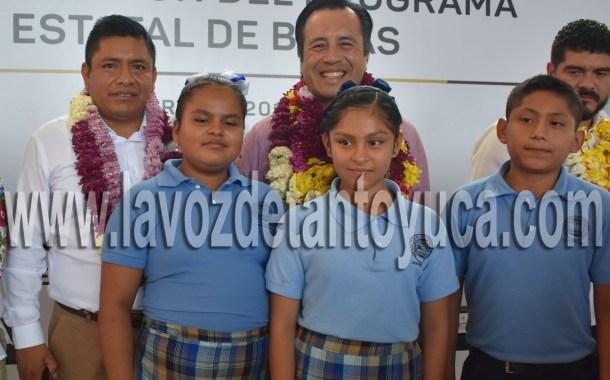Anuncia Gobernador 71 mdp para el Programa Estatal de Becas en Ixcatepec