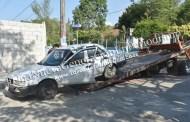 Ebrio profesor abandona su vehículo para evitar ser detenido, en Tantoyuca