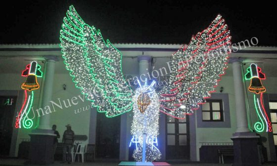 Enciende alcalde luces patrias en Chicontepec | LVDT