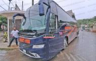 Chofer de autobús provoca percance e intenta darse a la fuga, en Tantoyuca