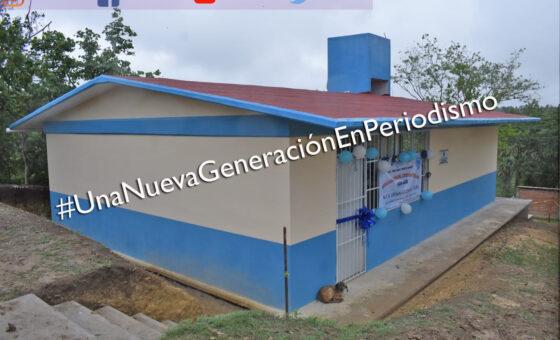 Entrega Amado Guzmán en Corral Primero comedor escolar, sanitarios y captadores de agua | LVDT