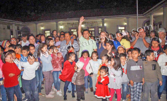 Encienden luces navideñas en Chicontepec | LVDT