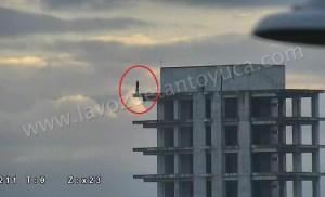 Joven intentó aventarse de un edificio | LVDT