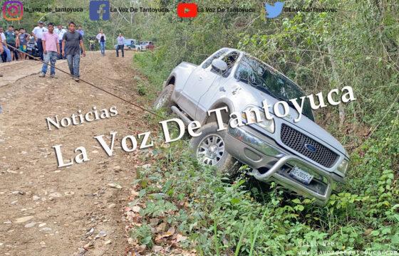 Vuelca camioneta en camino vecinal; mujer resulta ilesa | LVDT